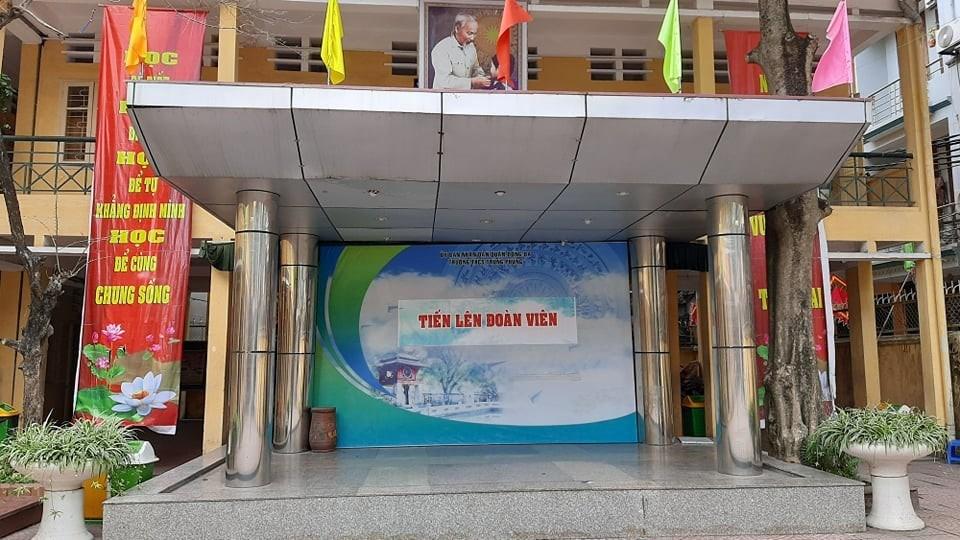 """<a href=""""/hoat-dong-chung/truong-thcs-trung-phung-chao-mung-nam-hoc-moi-2021-2022/ct/1107/10407"""">Trường THCS Trung Phụng chào mừng năm học mới 2021-2022.<span class=bacham>...</span></a>"""